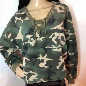 Tops - Women's camouflage long sleeve cropped sweatshirt